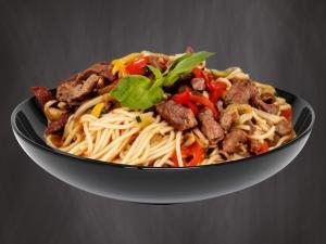 Wok-лапша с говядиной по-китайски